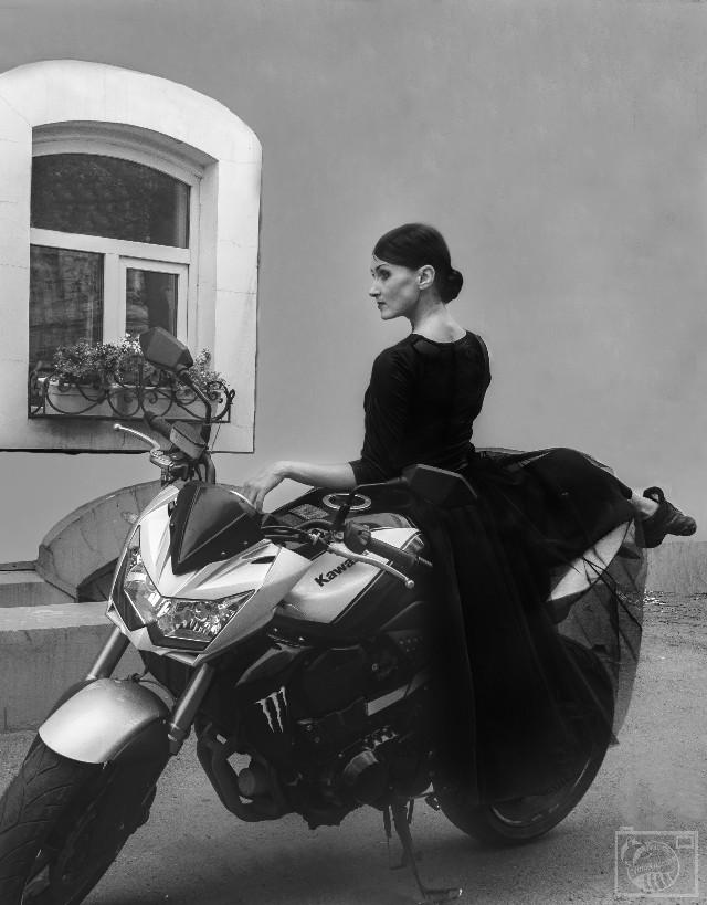 Ballerina and motorcycle. Балерина и мотоцикл Elegance and power. Изящество и мощь Dance or fight?  Танец или борьба? @dsphoto @subonych @specialpozdnyakov @adlus @sinippa @eturn @pa @paolomore @paulgeorge @grittystreet @jeremyscottphoto  #monochrome #blackonblack #cinerama  #bike #dance #model  #photography #people #love #emotions #retro #vintage #girl #portrait #style #photosession #passion #love #ballerina #blackandwhite  #dancer  #dreamy
