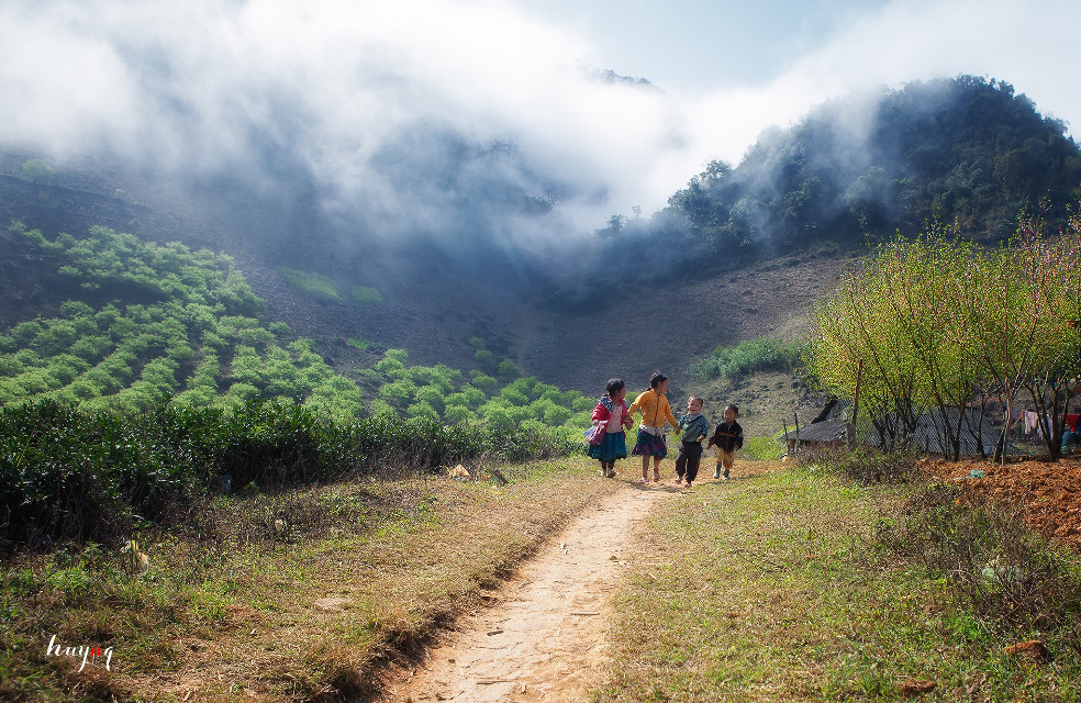 Children  #innocent #playing #people #pure #clouds #morning