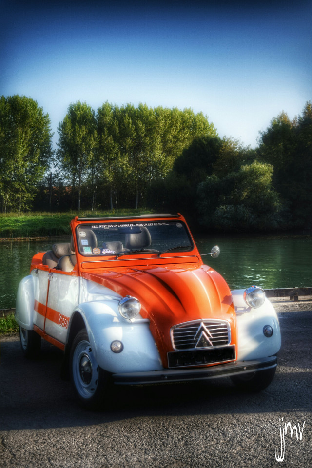 Good evening my friends  Old cars série... 2cv .. #photography #colorful #hdr #cars #retro #vintage