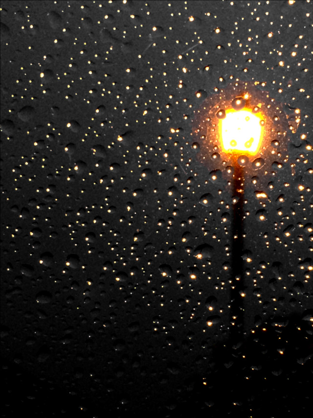 #raindrops  #streetlight