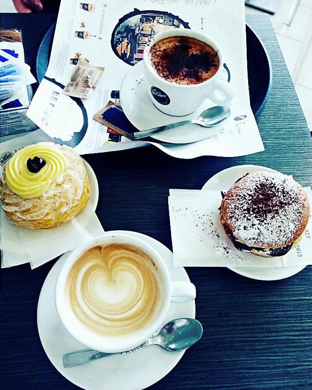 #colazionando #evasore #food #breackfast #cappuccino #zeppola #bombanutella #barMichetti #michetti #pescara #conl'amore #love #cuore #cappuccinoconcuore #remember #foto #myonlylove